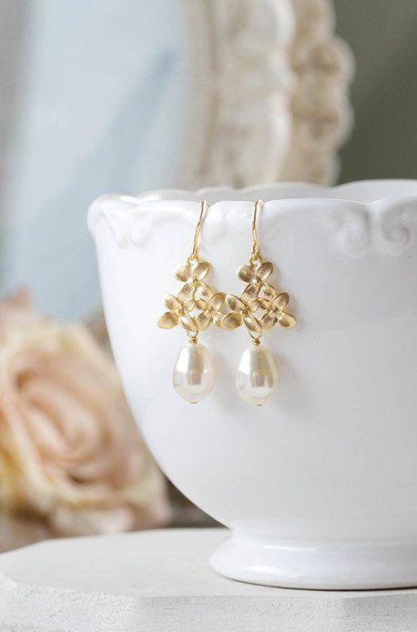 Gold lila Blume Swarovski Creme weiß Teardrop Perlen von LeChaim