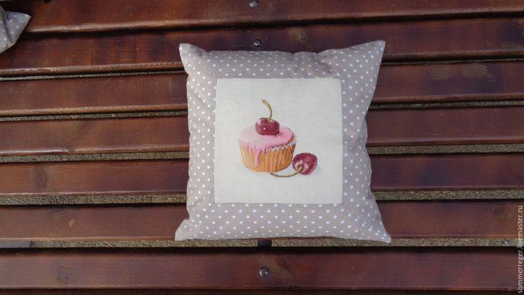 Купить подушка диванная декоративная Пирожные вишня - диванная подушка, интерьерная подушка, подушка с вышивкой