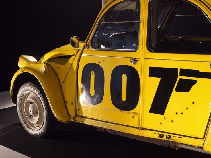"""L'exposition du Mondial de l'Automobile à ne pas manquer : """"Moteur ! L'automobile fait son cinéma"""".  Citroen 2cv 007 - Rien que pour vos yeux  RDV Hall 8 jusqu'au 16 Octobre !"""