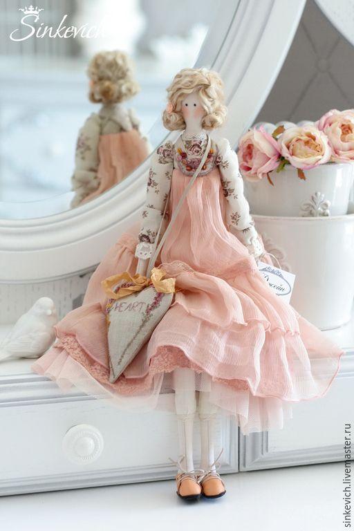 Купить Джейн и Гретта - тильда, интерьерная кукла, декор интерьера, Персиковый цвет, шелковое платье