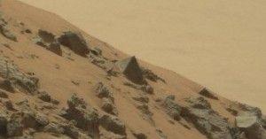 São muitas as anomalias em Marte que foram encontradas pelas sondas lá enviadas, porém as agências espaciais sempre negam a artificialidade ou possível vida