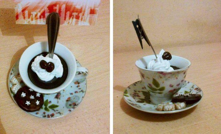 Caffé portafoto (di colla vinilica colorata) panna al silicone con chicchi di caffé e biscotti in pasta di mais