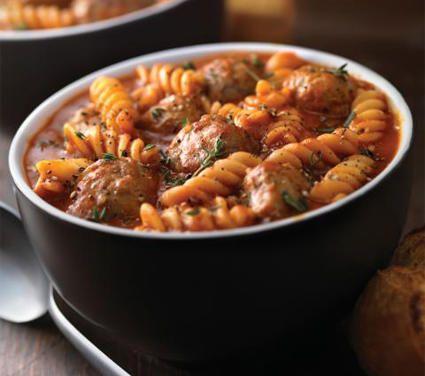 Un plato fuerte que combina carne y pasta, pues tiene albóndigas al chipotle y fusilli. …