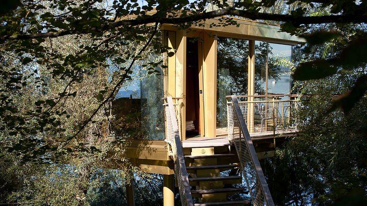 Der Glasdiamant fügt sich in seine Umgebung. Hotel La Pinte, Murten - air-lux.ch