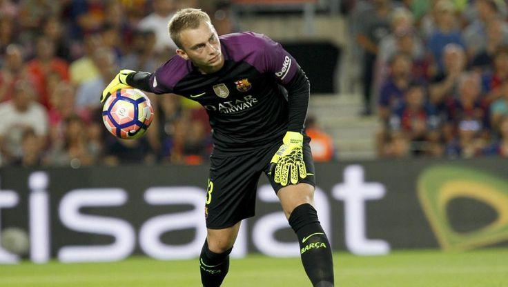 Tercera Jornada de Liga. FCB - Alavés (1-2) El portero holandés del FC Barcelona Jasper Cillessen hace su debut en el Camp Nou encajando 2 goles.