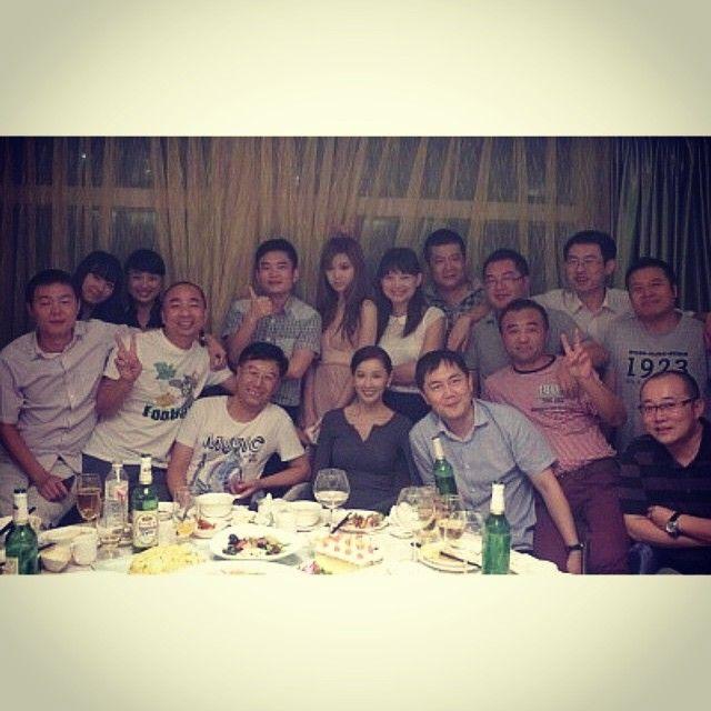 중국 내소속사 사람들~  다들 엄청 나한테 잘해준다^^  나만 한국사람  #model #beijing #최이윤   I am in the middle of front line ~^^