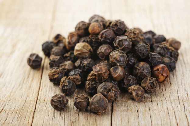 Inhalation of vapor from black pepper extract reduces smoking withdrawal symptoms