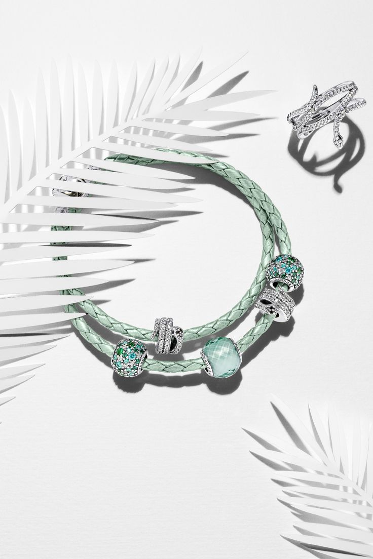 Be On Trend With Exotic Green Hues And Cool Sterling Silver Snake Pieces # Pandora Pandora Braceletspandora Charmspandora