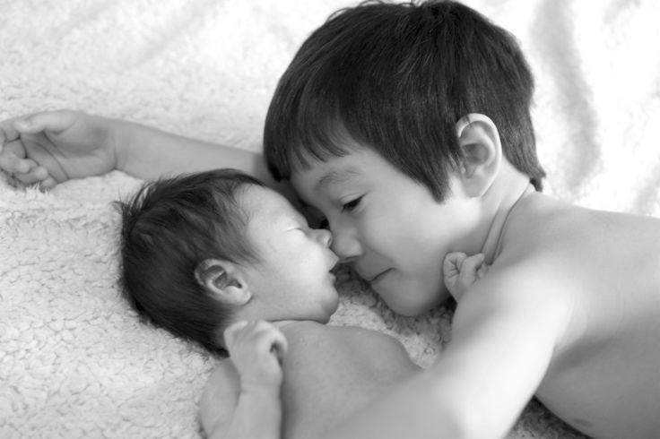 En stolt storebror. Brothers. Newborn.