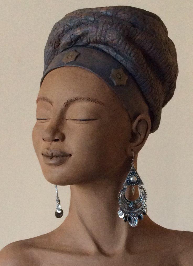 Keramiek buste Magda Meijer 55 x 37 cm. wwwmagdameijer.com