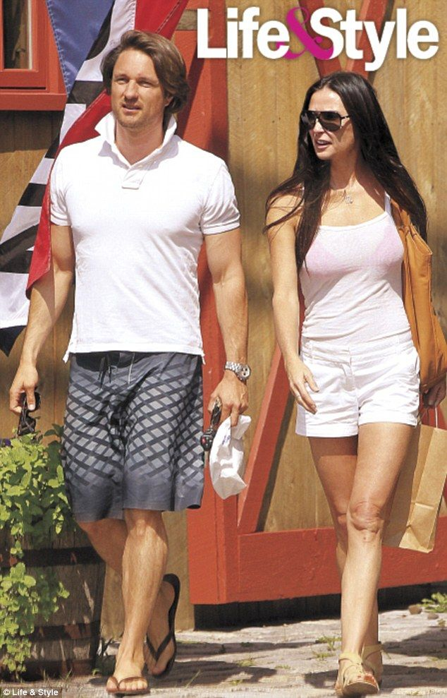 Demi Moore and New Zealand actor Martin Henderson, pictured here together last week during a romantic break in Connecticut ...(Demi is looking great !!!)