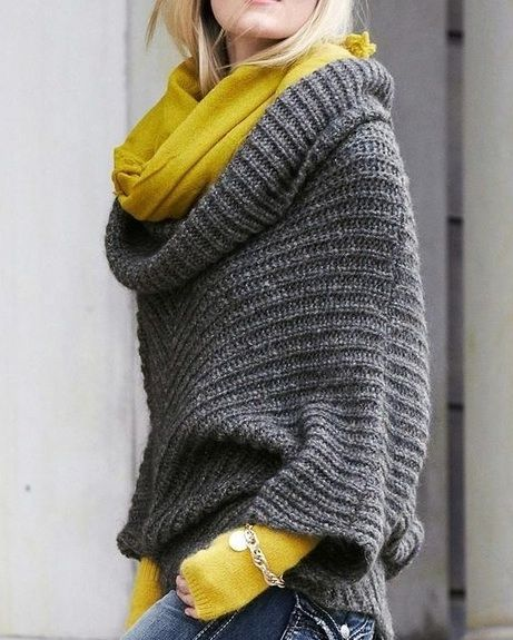 I love the texture of this big slouchy grey sweater! And then paired with the mustard yellow scarf - love that colour combo !