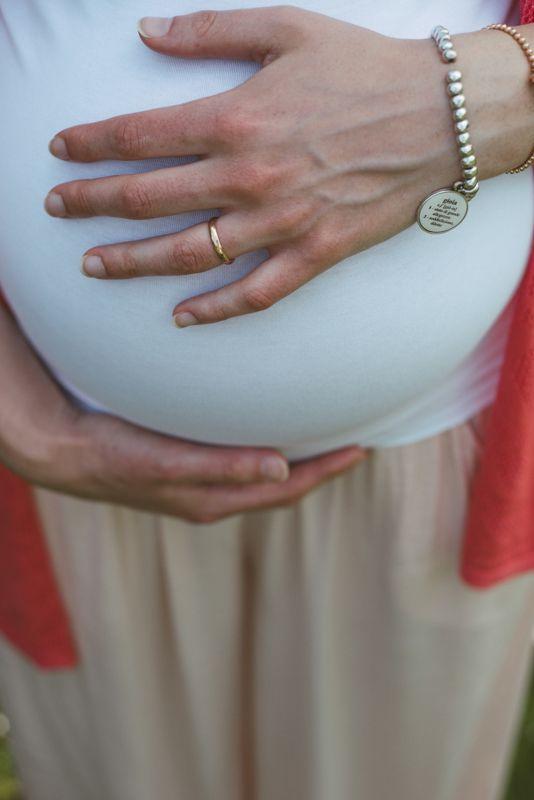 maternity-incinta-federica-anello-mano-pancione-margherita-calati-fotografa