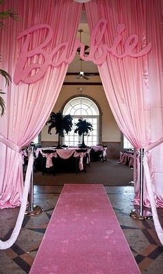 Barbie themed party! I'm a little girl at heart :) (the blog has more photos of the event)