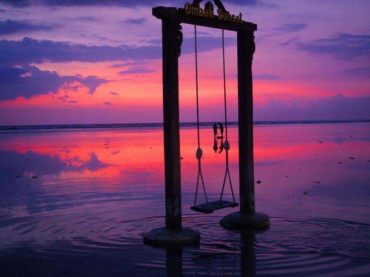 Romantic and colourful sunset in Gili T. 😍 🔻 🔻 📸 by @la.fracchia💟 #ombak #sunset #gilitrawangan #love #me #her #romantic #colourful #swing #indonesia #bali #explorebali #wonderfulbali #original #beautifulview #clouds #sun #summer #fisherman...