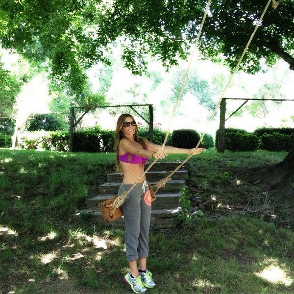 Sofia Vergara & Her Bikini Body Enjoy A Summer Swing