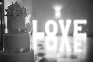 LOVE the cake! Photo from Mieke and Sam collection by Anna Fowler Photography