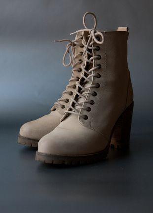 Kup mój przedmiot na #vintedpl http://www.vinted.pl/damskie-obuwie/botki/10236786-botki-must-have-river-island-skora-beige-na-slupku-wiosna-jesien-zima