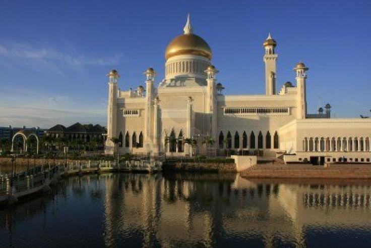 Sultan Omar Ali Saifudding Mosque, Bandar Seri Begawan, Brunei, Southeast Asia
