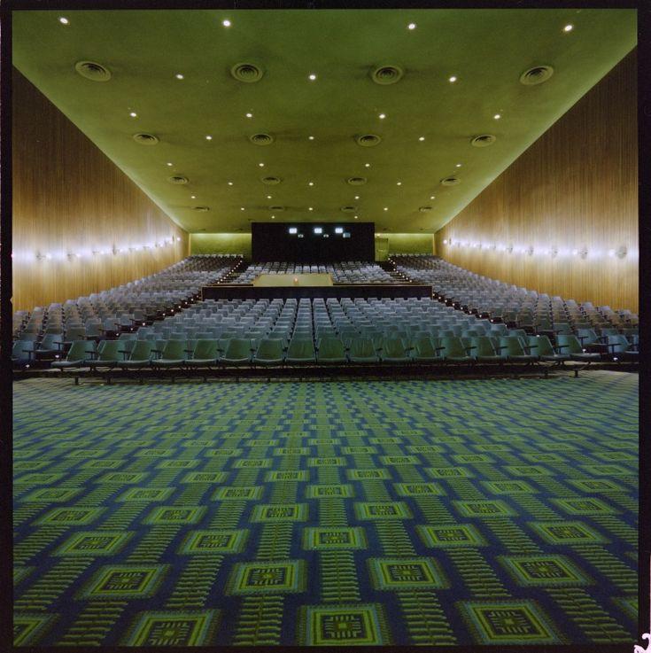 328917PD: Hoyts Cinema 1, interior, City Arcade, Perth, 25 June 1979 b1898389