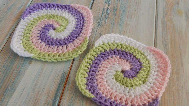 This tutorial show you how to crochet a spiral granny square using four colours. To make this in two colours, just simply follow the same pattern but use t