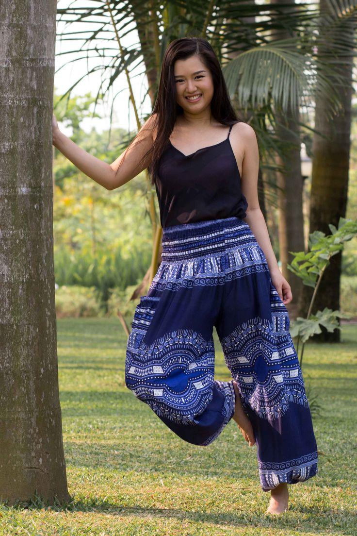 Tradicional, leve e confortável, a Calça Conforto traz toda a beleza das estampas tailandesas num formato mais parecido com uma calça ocidental que você já conhece.