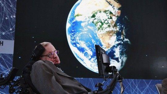 Stephen Hawking completa 75 anos no auge da fama Doença o obriga a viver em cadeira de rodas e a se comunicar por computador
