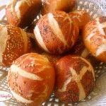 Il pretzel è un tipo di pane tipico dei paesi sassoni,a seconda delle regioni, viene detto anche laugenbrezel, pretzel, pretzl o breze.