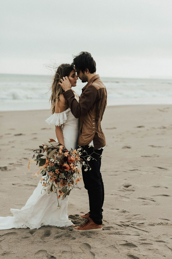 Romantic Northern California beach elopement | Image by Michelle Larmand Photography