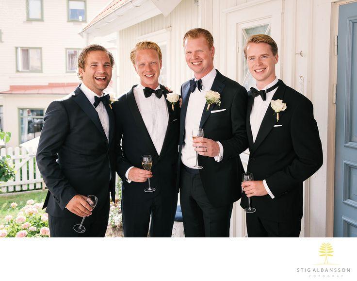 Företagsfoto - Porträttfoto - Bröllopsfotograf - Brudgum med vänner på bröllop Fjällbacka: Beata & NiklasKeywords: Bröllopsfoto (9).
