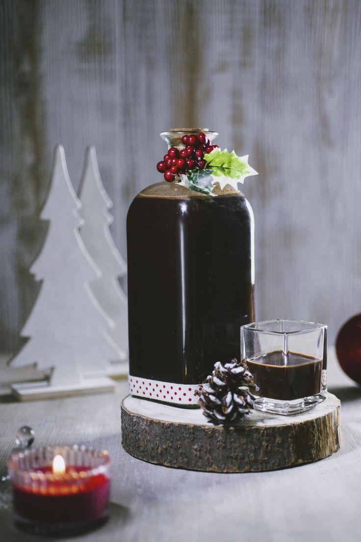 Da sorseggiare in un'occasione speciale o da regalare per le Feste: il liquore al cioccolato è un'idea semplicissima e fantastica, da provare!