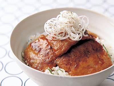 斉藤 辰夫さんのさんまを使った「さんまのかば焼き丼」のレシピページです。フライパンで手軽につくれるかば焼きです。隠し味にしょうが汁を加え、さっぱりと。 材料: さんま、ご飯、ねぎ、青じそ、白ごま、つけ汁、粉ざんしょう、小麦粉、サラダ油
