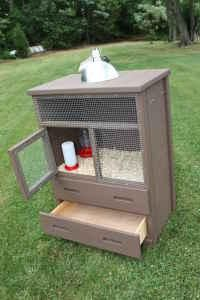 brooder box from old dresser....I wonder if this could work as a coop for 1 or 2 birds?
