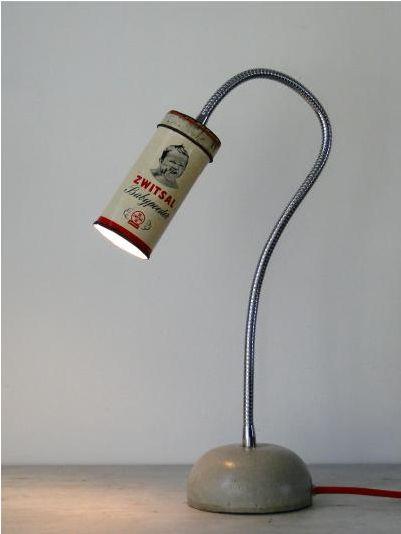Lamp van een blikje  http://www.flowmagazine.nl/goodies/tin-can-light.html