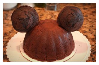 how to make 3D minnie cake ears - could also use rice crispy treats rolled into balls for ears