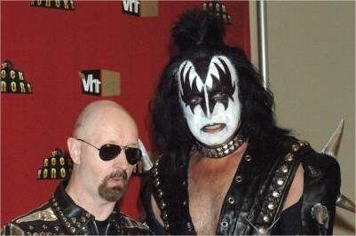 Feliz cumpleaños hoy 25 de agosto a Gene Simmons de Kiss y Rob Halford de Judas Priest