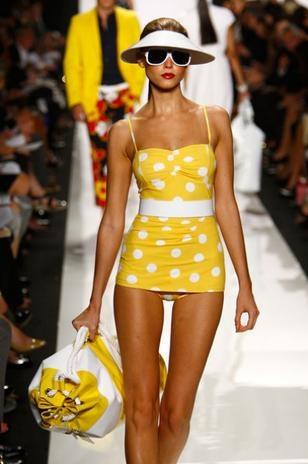 traje de baño vintage amarillo lunares blancos  Trajes de ...