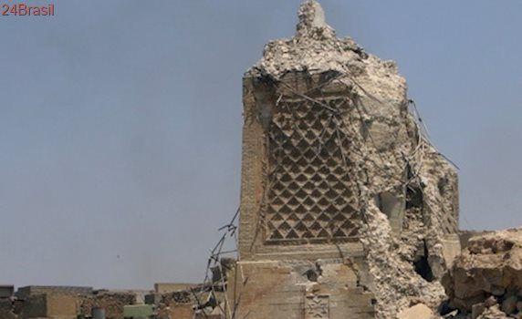 Mesquita em Mossul, onde Estado Islâmico tomou o cenário mundial, está sob escombros