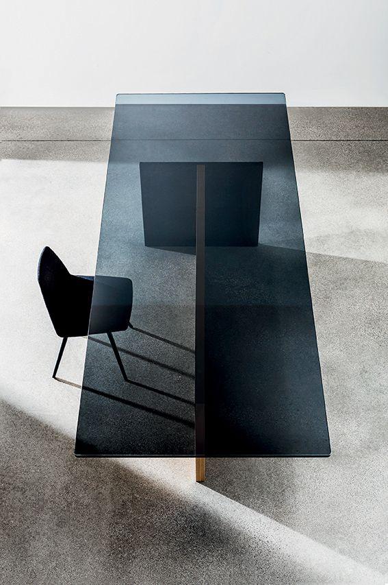 Regolo dining #table #design #lievorealtherrmolina #furniture #interiordesign #interiors #madinitaly #architecture #archilovers