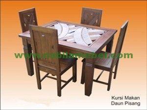 Set Meja Makan Ukiran Daun kami produksi dengan bahan baku kayu jati yang bermotif ukir daun cocok untuk anda yang menginginkan kesan seni pada meja makan anda.