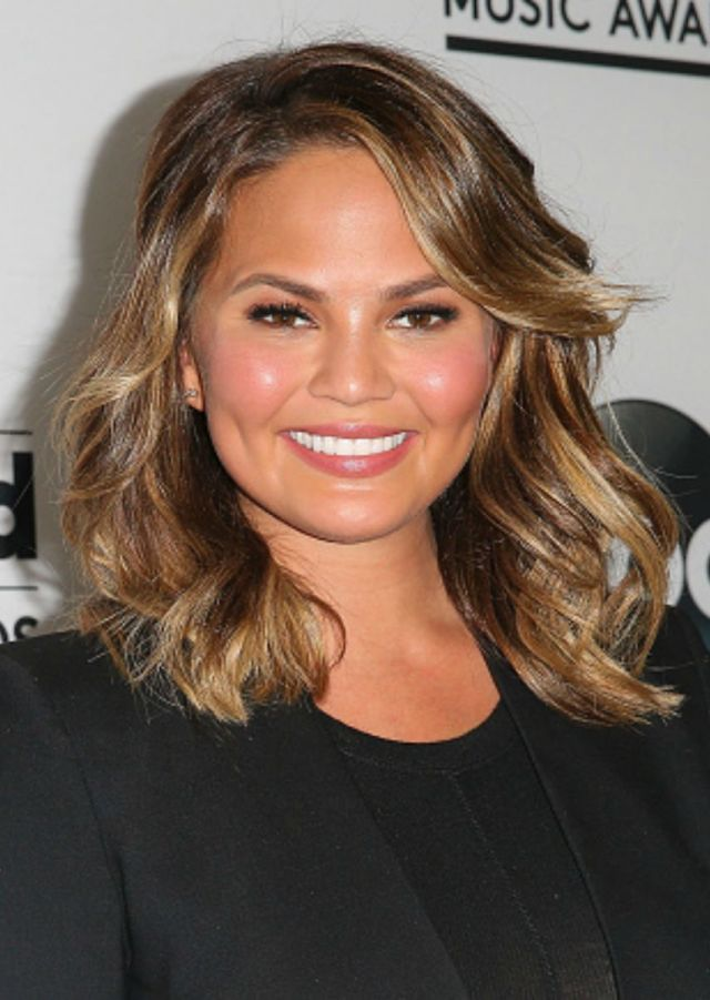 Chrissy Teigen Chrissy recently traded in her long locks for short, bouncy curls. Her wavy lob draws attention, and even elevates, her cheek bones and flatters all of the right angles in the model's face.    - Redbook.com