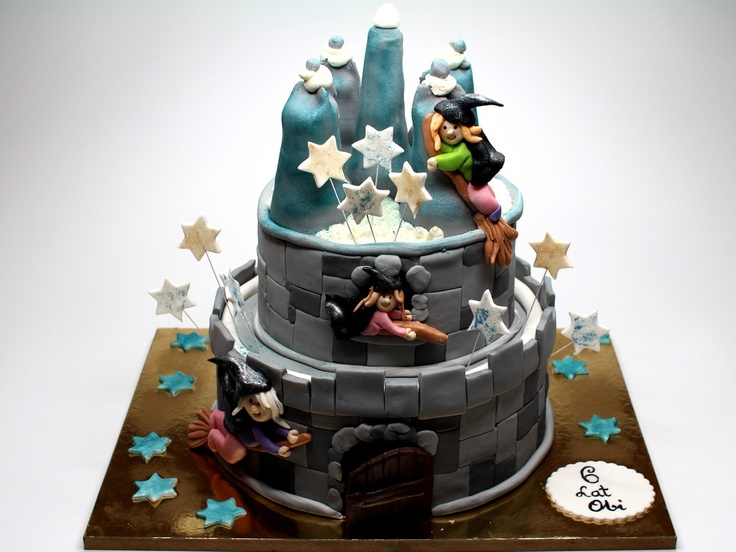 Witches Castle - sponge cake with 3 layers of fresh cream, italian cheese mascarpone and berries.London Cakes - http://www.pinkcakeland.co.uk