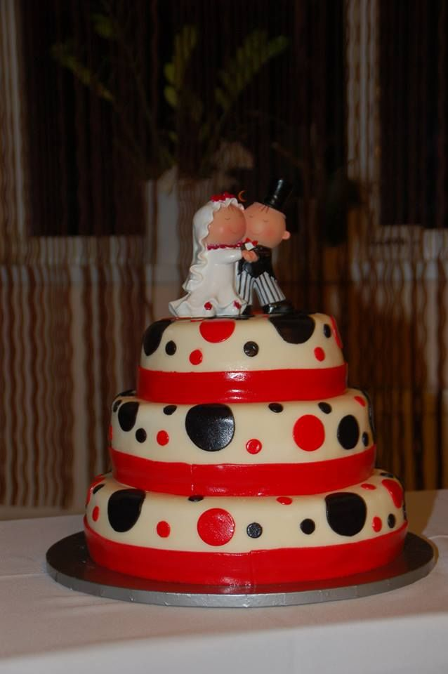 Red-black wedding cake