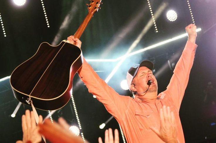 Garth Brooks to Release New Live Album