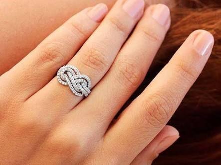 Resultado de imagen para anillos de compromiso originales