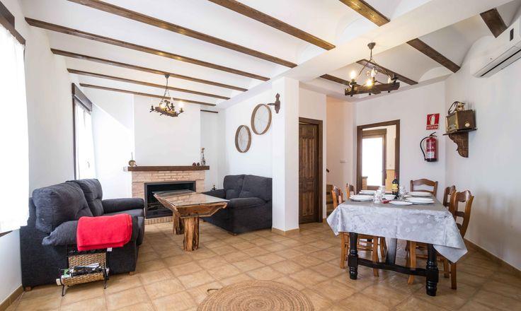 Casas Rurales El Charquillo nacen gracias a la rehabilitacion de una antigua casona del siglo XIX, la cual estaba dividida en palomares, camaras, porchaos y la casa principal.   #TurismoRural