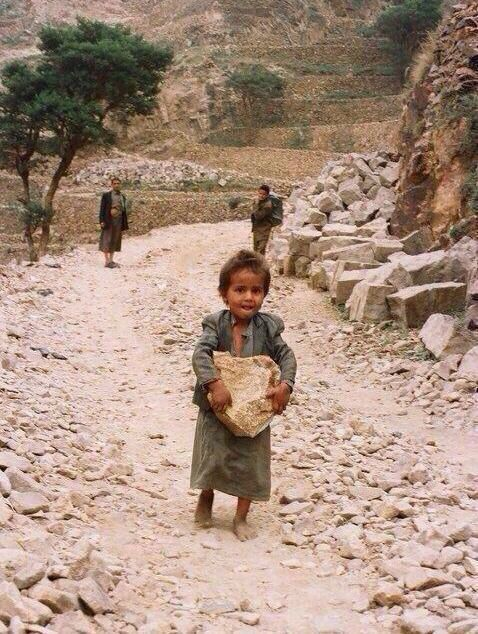 Si tu penses que tu as une vie difficile... / If you think you have a hard life... / Un enfant n'a pas à gagner sa vie en travaillant.