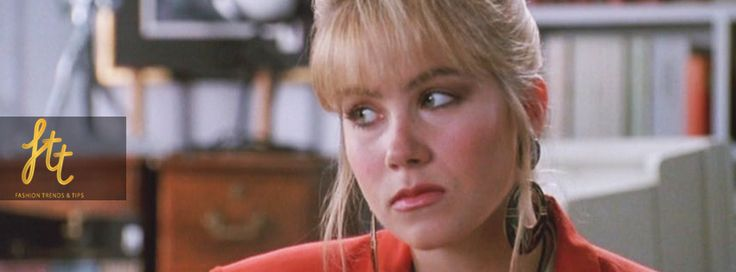 When her mother goes on vacation and nanny dies, Sue Ellen (Christina Applegate) should step up and take care of his brothers by bringing home some money. She puts together a false résumé and lies her way into a gig at a clothing manufacturer, but things unravel when it comes to achieving a parade right fashions in your own backyard.