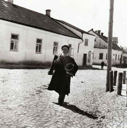 Going to work    Slonim, circa 1935-1939