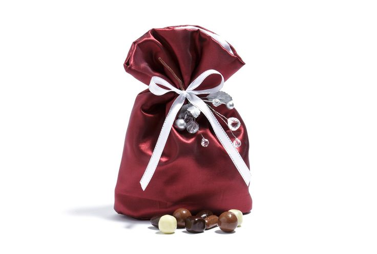 A fantastic Christmas gift - Cinema Mixture $30.50 AUD 400g  A mixture of Citrus, Malt, Liquorice, Caramel, Orange Chocs pan coated in milk or dark chocolate in a large ribboned red fabric gift bag. Available to purchase instore or online.  #premium #chocolate #gift www.haighschocolate.com